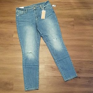 Old navy high rise distressed skinny jeans size 16